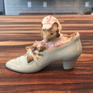 "Beatrix Potter ""The Old Woman Who Lived In A Shoe"""